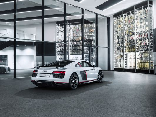 audi r8 v10 plus selection 24 16 04