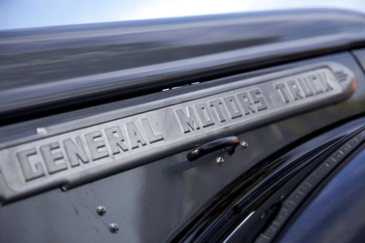 general motors truck emblem   1946 gmc flatbed pickup