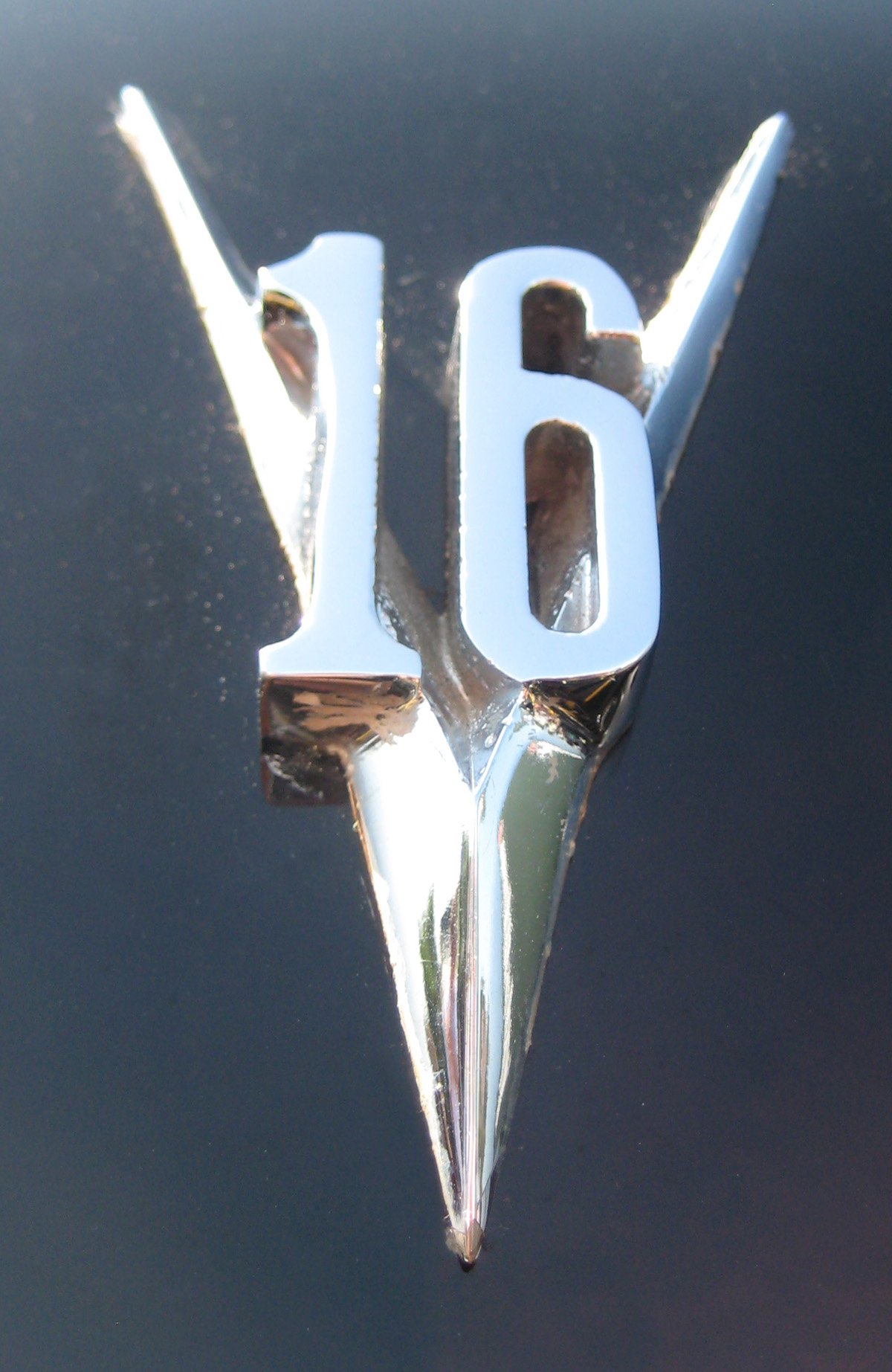 V Emblems | Cartype