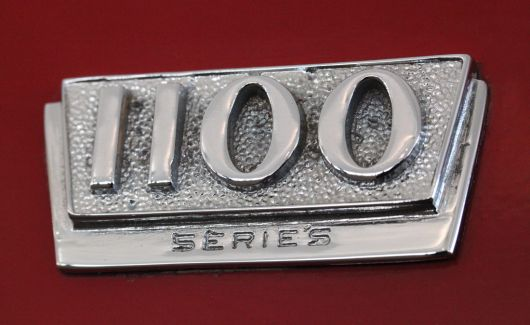 1100 series international pickup emblem 64