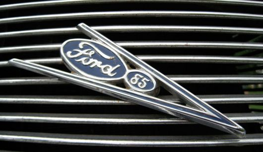 ford coupe grill v8 emblem s