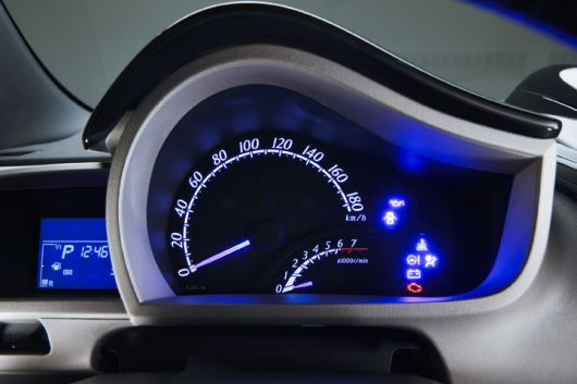 scion iq cluster 09