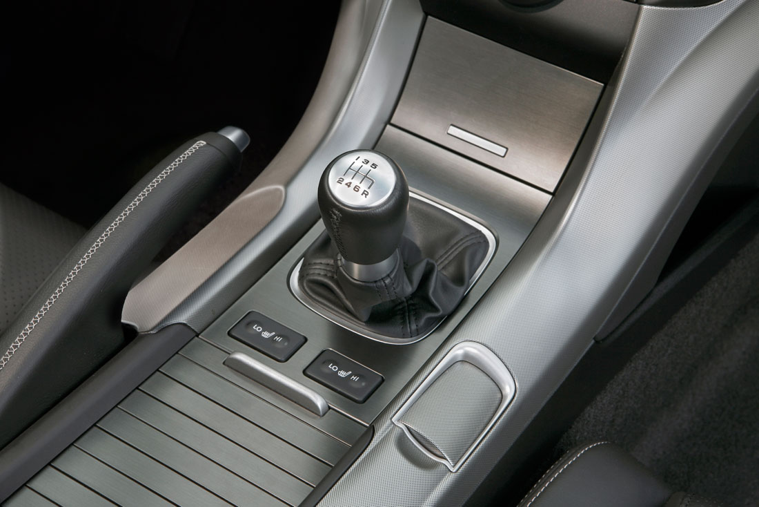 acura adds performance oriented manual transmission model. Black Bedroom Furniture Sets. Home Design Ideas