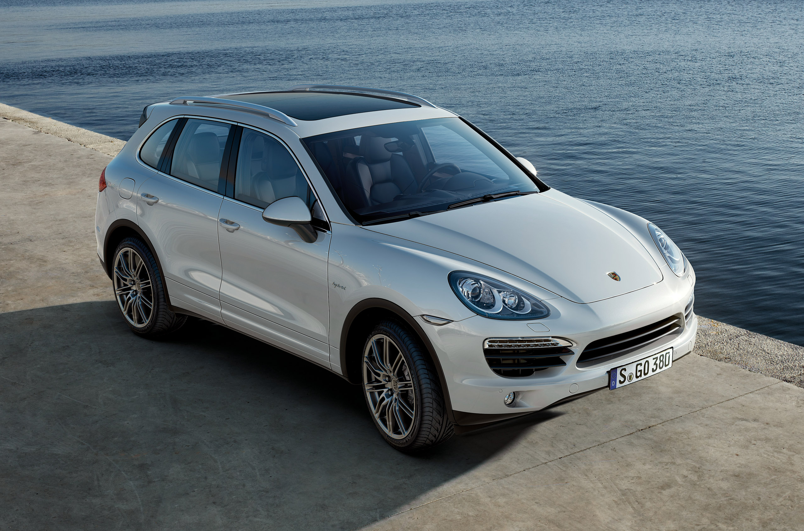 porsche cayenne s hybrid 2011 cartype. Black Bedroom Furniture Sets. Home Design Ideas