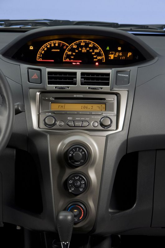 toyota yaris s 5 door hatchback in 11 03