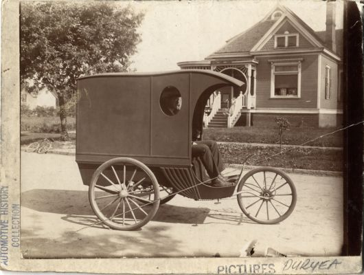 duryea wagon 1899.jpeg