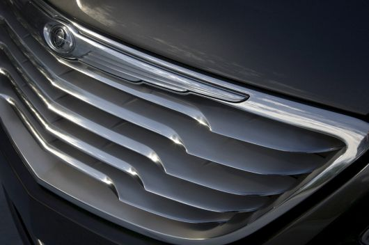 chrysler 200c ev grill 09