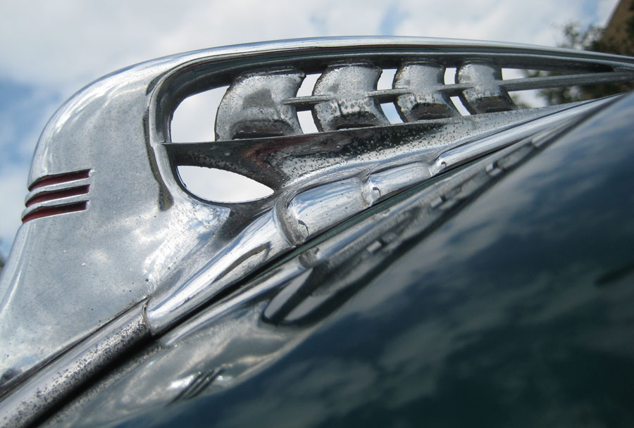 Pymouth Business Coupe Hood Orn