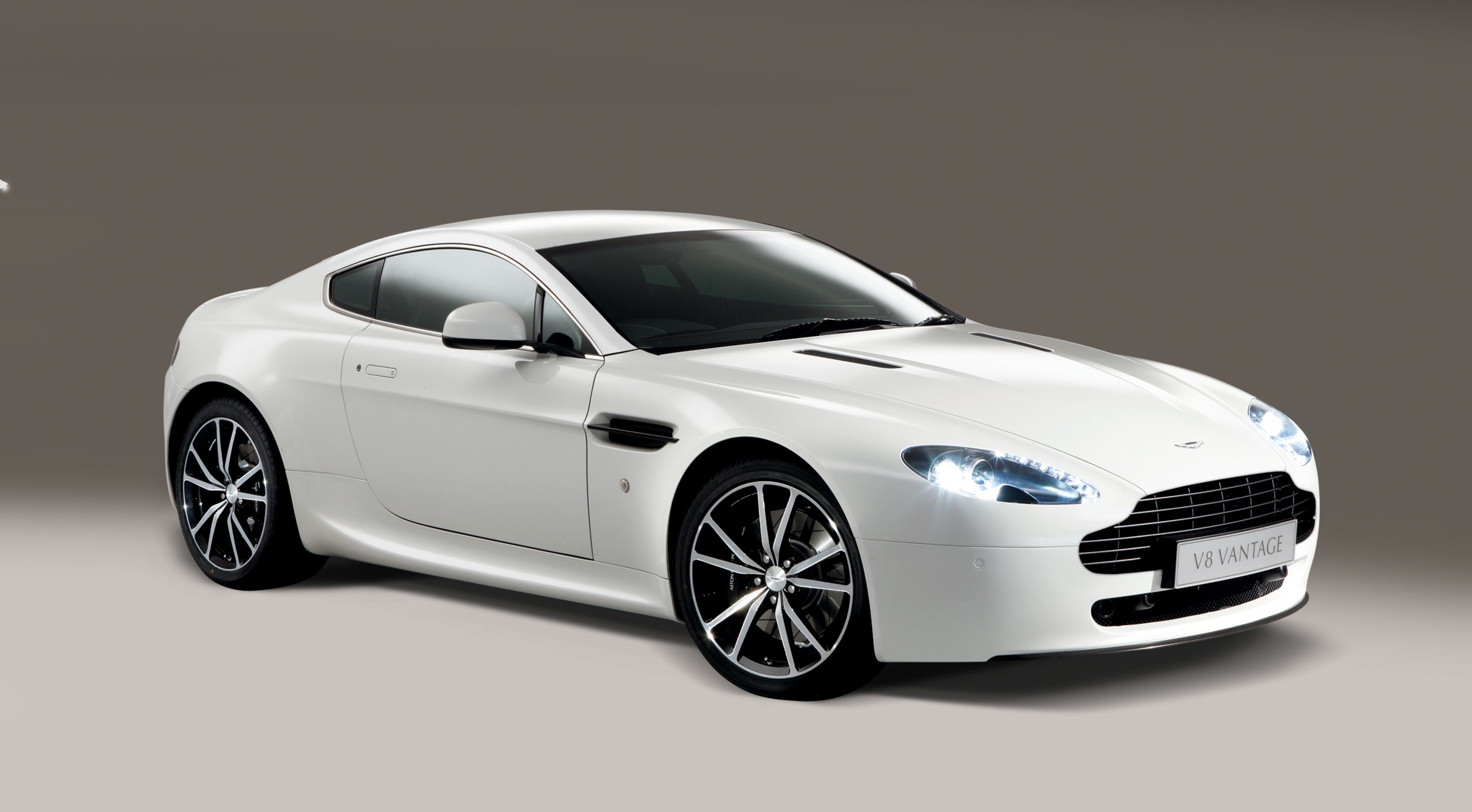 aston martin v8 vantage n420 1 10 - 2010 Aston Martin V8 Vantage Coup