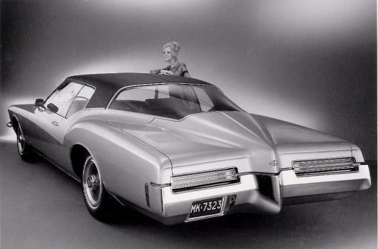buick riviera sport coupe rear 71