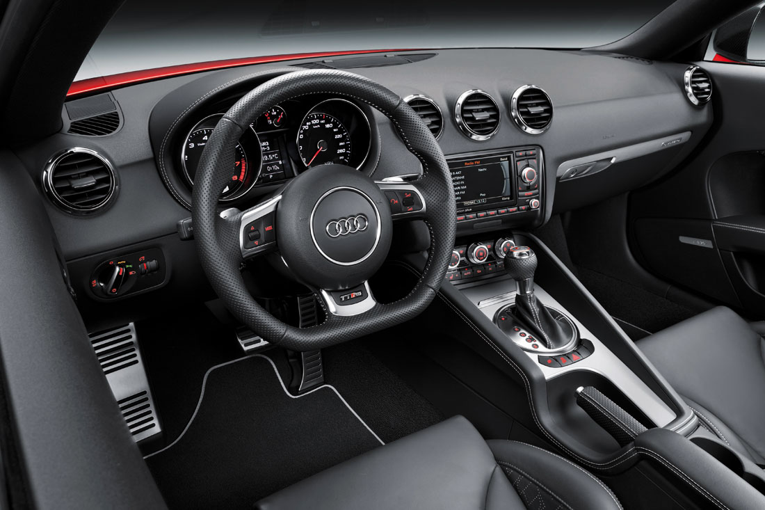 Audi tt rs plus coupe 2012 cartype for Audi tt interieur